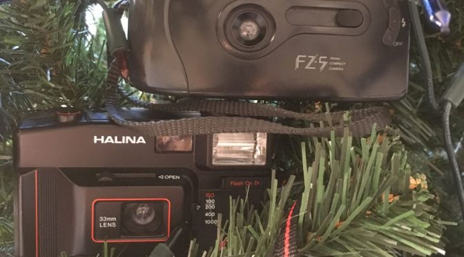 Yuletide trashcam shoot-off – Fuji FZ-5 v Halina 160