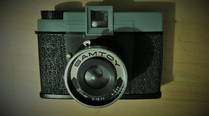 Retro Medium Format Lo-Fi- The Samtoy – an original Diana Clone
