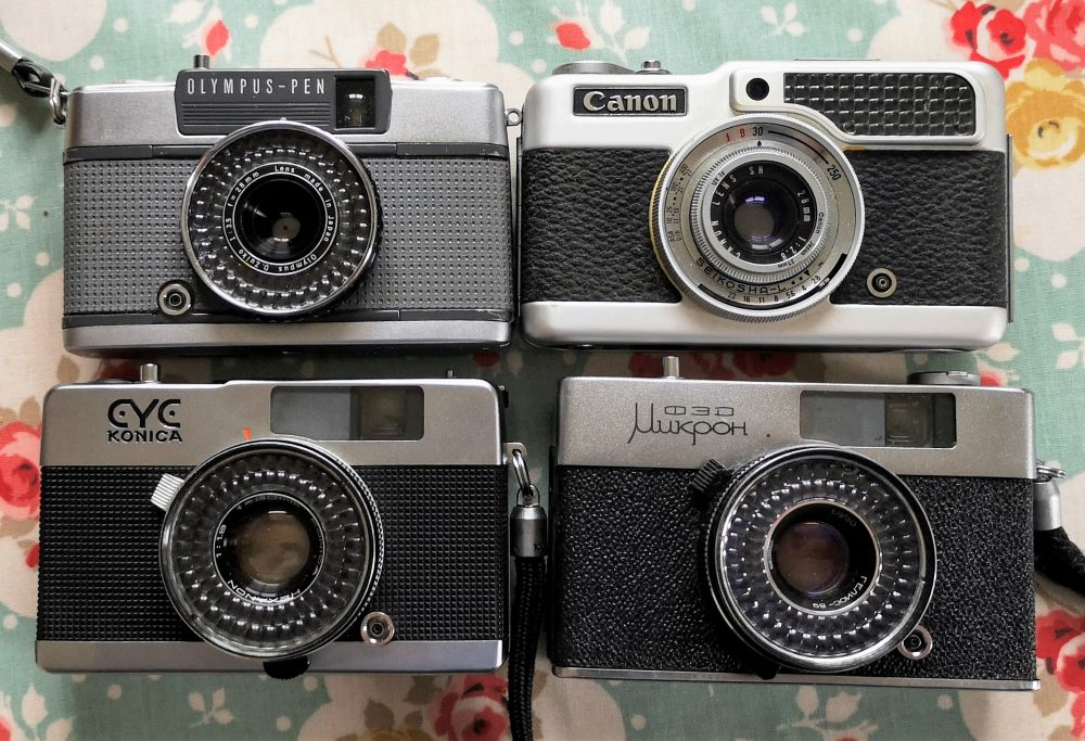 4 half frame compacts