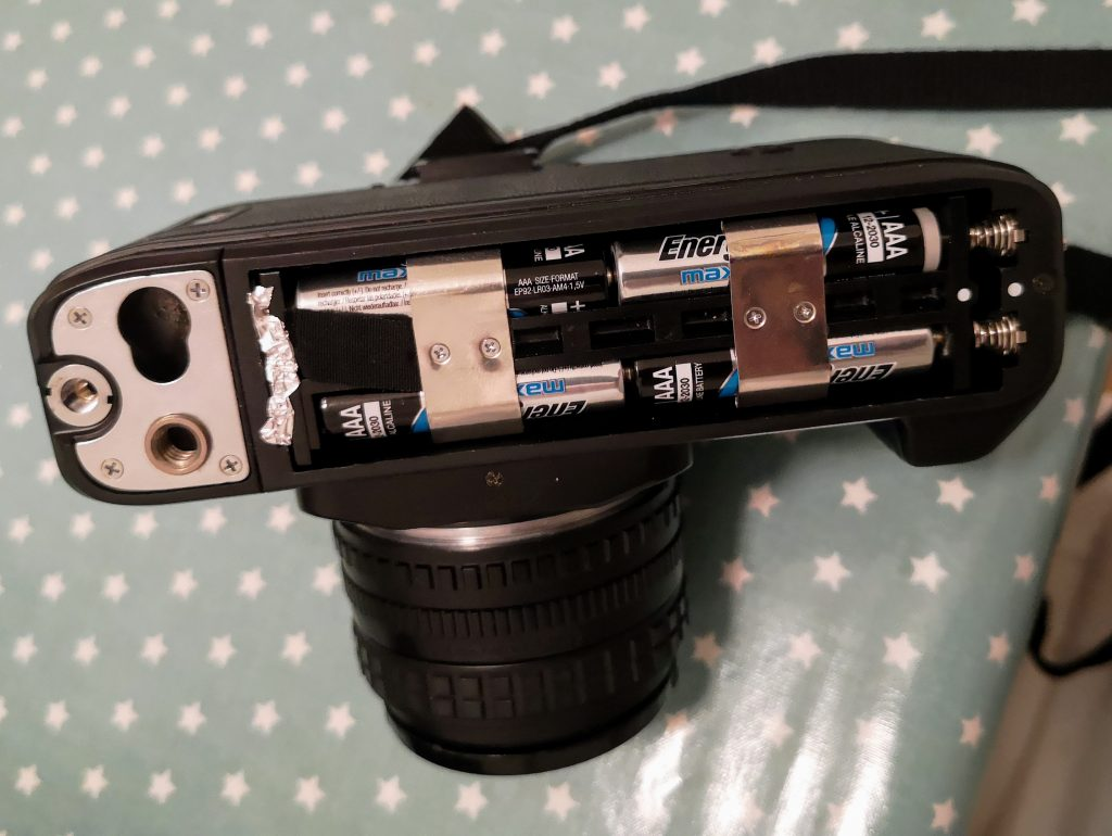 Battery compartment of the N200/F-301. The tinfoil is due to corrosion.