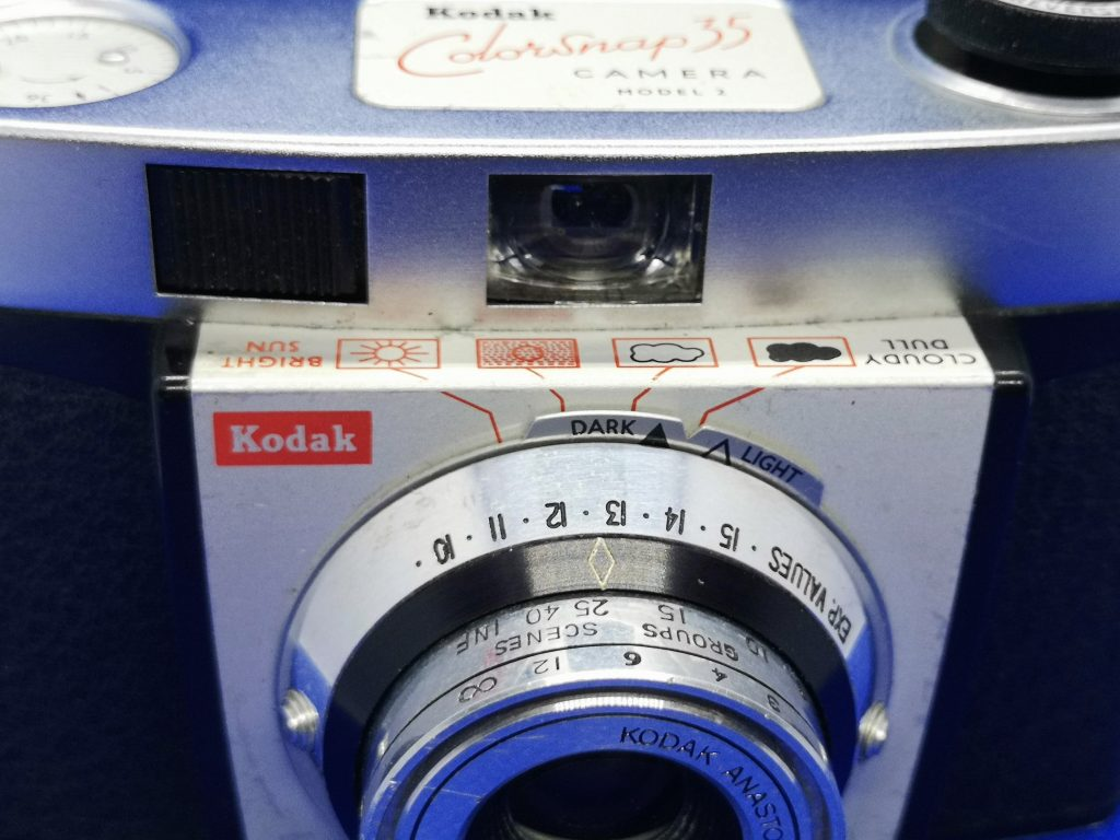 Exposure setting on Colorsnap 35. Film speed is set to 100 ASA