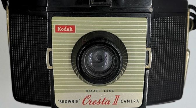 Brace Yerself – The Kodak Brownie Cresta II Review
