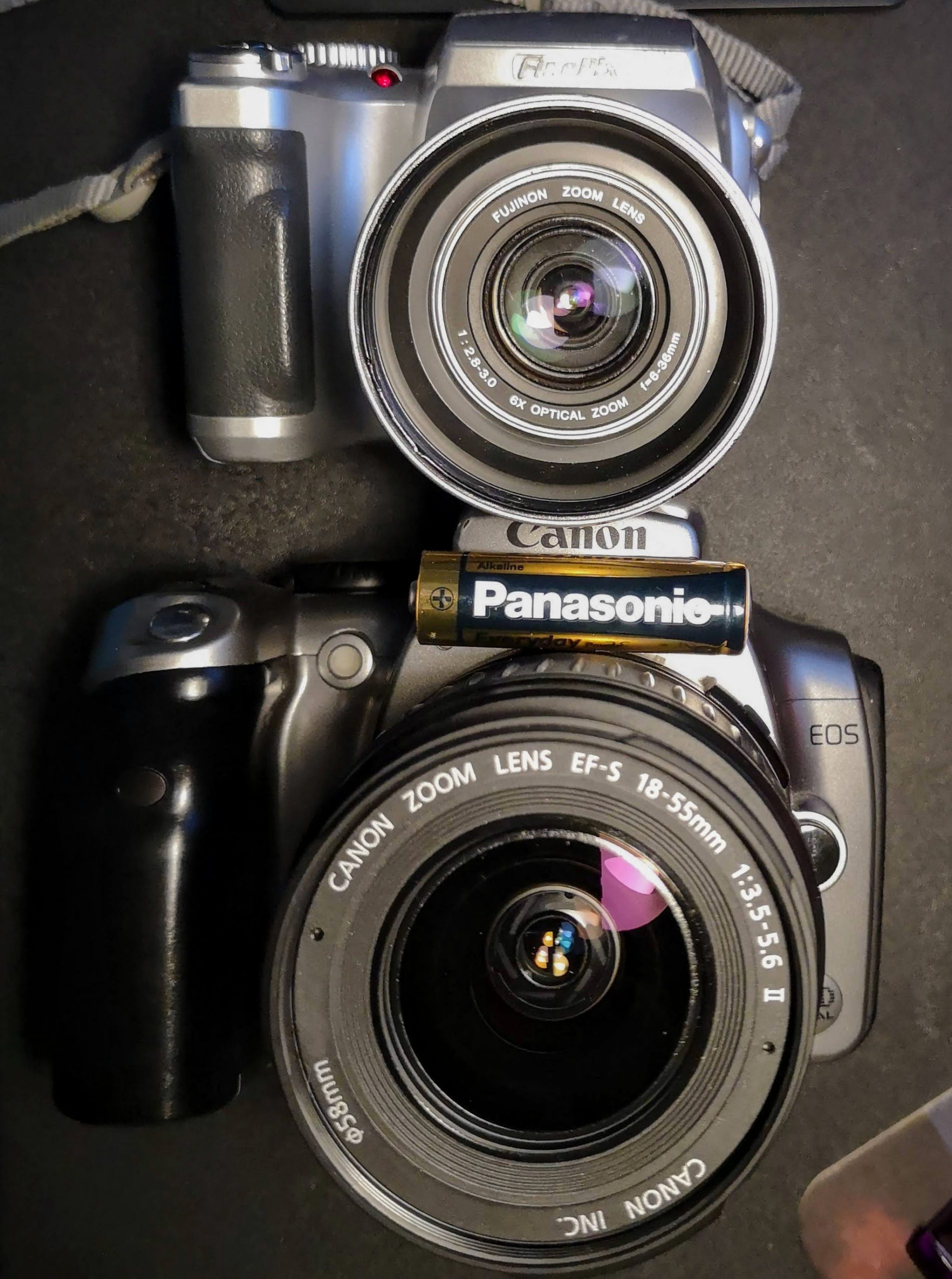 S3000 (top) compared to Canon EOS 300D