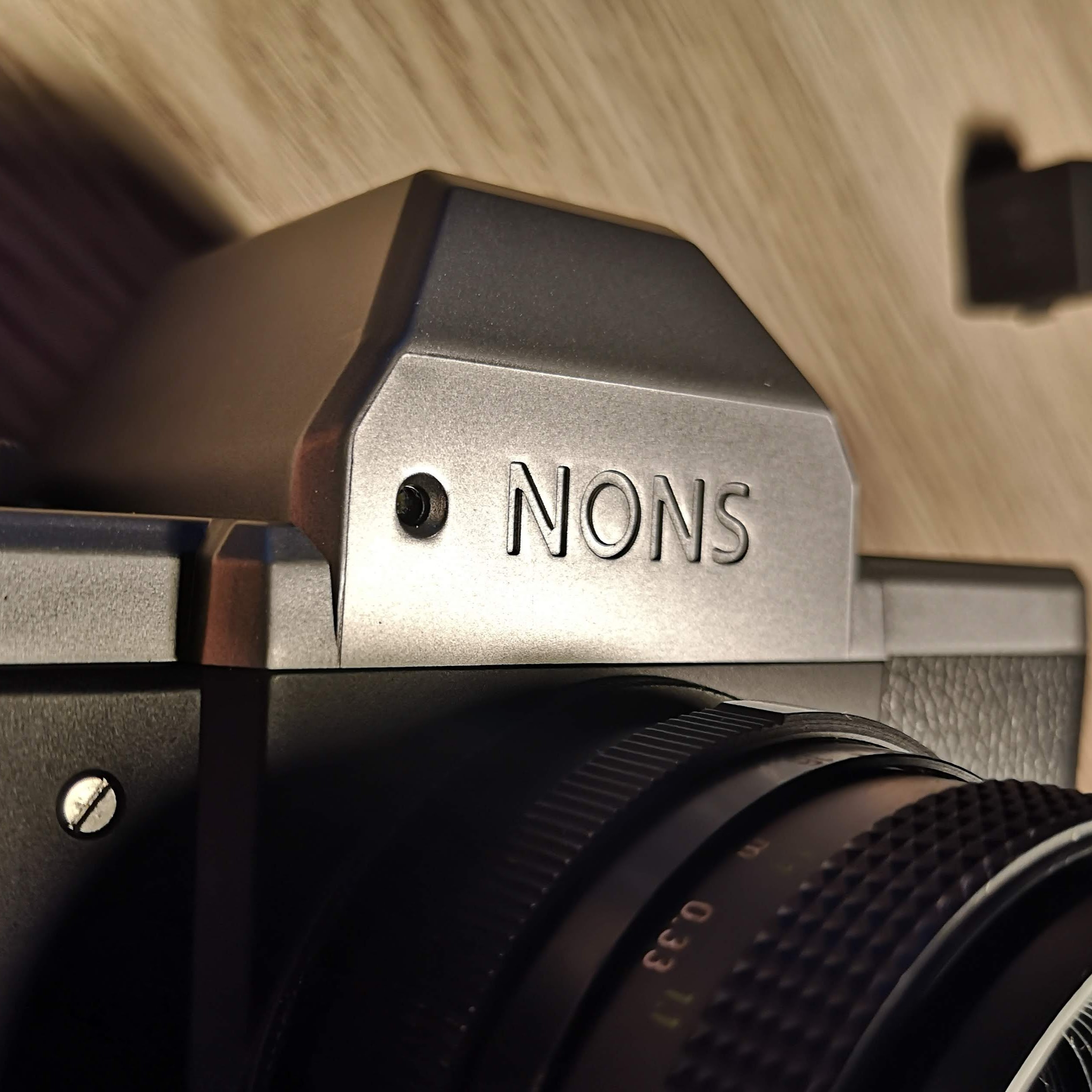 Nons SL42 Mark II Pentaprism Hump. Note hole for light sensor beside name
